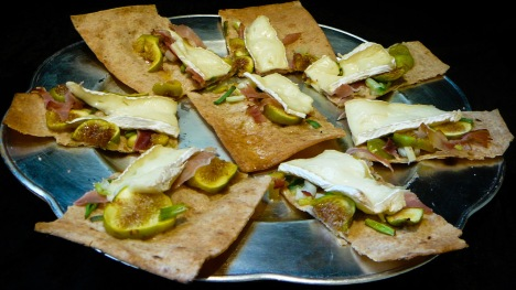 fig brie prosciutto pizza served 2